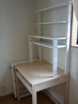 市販のパソコン机に手作り棚をプラス!diyで収納量アップ作戦